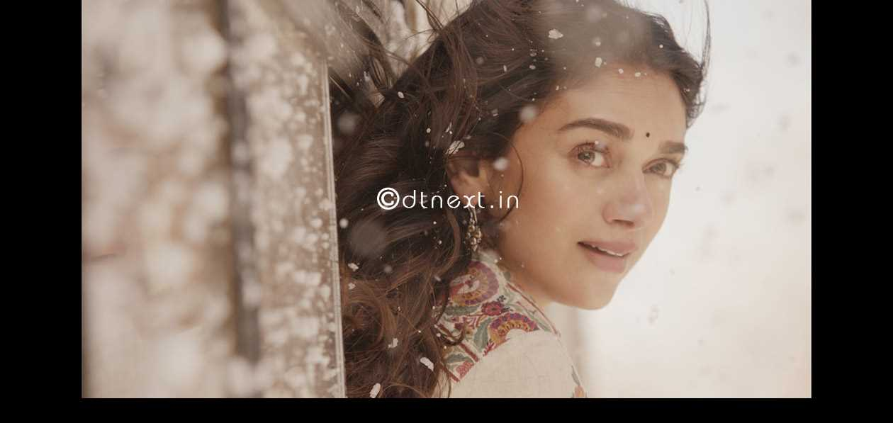 Karthi and Aditi makeover in the movie Kaatru Veliyidai